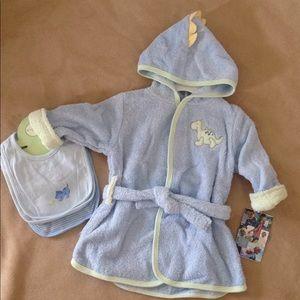 New baby dinosaur 0-9 month robe & new bib set